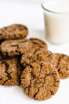 These flourless almond butter molasses cookies are a healthier version of the classic molasses cookies. No Flour Cookies, Keto Cookies, Healthy Cookies, Biscotti Cookies, Biscotti Recipe, Paleo Treats, Healthy Sweets, Chip Cookies, Paleo Dessert