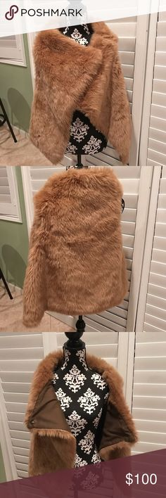 Zara Basic Faux Fur Jacket/ Vest Like new in pristine condition only worn once. This beautiful piece will complete any outfit and and keep you warm. Smoke and pet free home Zara Jackets & Coats Vests