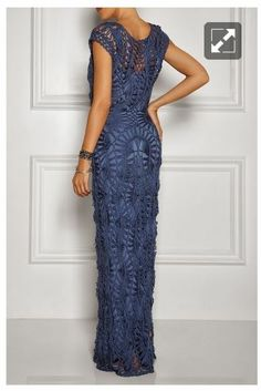 Elegant hairpin lace gown.  Crochê de grampo