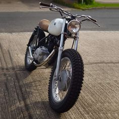 A great example of the kind of scrambler I hope to start building soon. Just gotta get the bike to my workshop