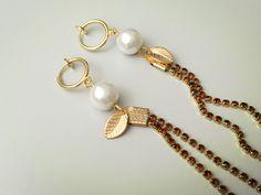 Boucles d'oreilles pendantes chaîne strass tassel, perle blanche, feuille, CLIPS couleur doré de la boutique AllMyLadies sur Etsy