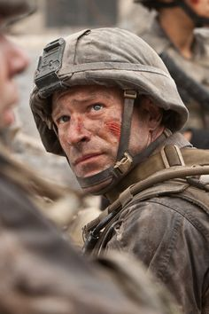 Ssgt. Michael Nantz / Aaron Eckhart (Battle Los Angeles)