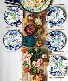 Fiesta Dinner Party from Real Simple. Love the way this table is set up! Would be a nice outdoor dinner :) Outdoor Dinner Parties, Taco Party, Beautiful Table Settings, Table Set Up, Party Entertainment, Deco Table, Decoration Table, Dinner Table, Dinner Plates