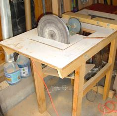 Homemade combination disc sander and router table. Disc was sourced from a turntable, and motor came from a furnace fan. Routing table includes a custom wooden fence with a channel routed out to accept a shop-vac hose. Routing Table, Washing Machine Motor, Woodworking Saws, Tool Shop, Homemade Tools, Wooden Fence, Entryway Tables, Gadgets, Homesteads