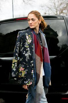 Fashionistas driblam o frio no inverno londrino com looks que passam longe do óbvio