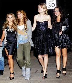 Emily Osment, Miley Cyrus, Taylor Swift and Demi Lovato heading to Hannah Montana: The Movie After Party at PF Changs in L. Selena And Taylor, Taylor Swift New, Taylor Swift Pictures, Hannah Montana The Movie, Hannah Montana Forever, Hannah Montana Outfits, Miley Cyrus, Emily Osment, Demi Lovato