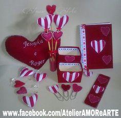 Kit Namorados... Almofada, Vasinho, Porta canetas, Mobile/Pendente de cortina, marcador de paginas, caderno e clips.