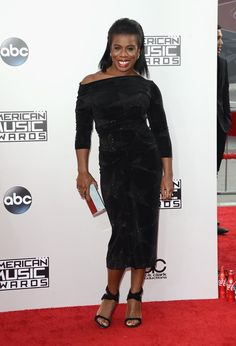 Pin for Later: Seht hier alle Stars auf dem roten Teppich bei den American Music Awards! Uzo Aduba