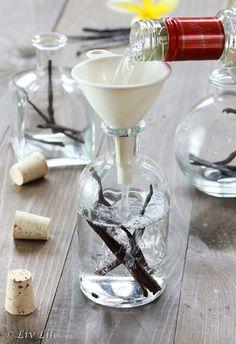 DIY Vanilla Extract (Essence)
