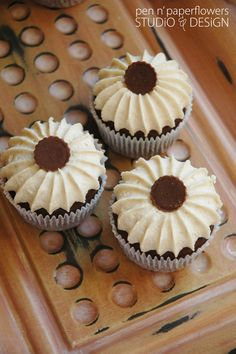 how to frost cupcakes--easy and beautiful!