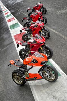 Ducati Panigale range, WDW 2014. Think they snuck in an 899 at the far end... (rimini news)