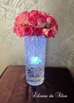 This LED light centerpiece tutorial will make your table look amazing. All you need is a clear vase, water beads, LED lights and some fresh flowers. This floral arrangement will look like you paid so much money Perfect centerpiece for Weddings, Quinceane Diy Wedding Decorations, Wedding Centerpieces, Wedding Table, Wedding Ideas, Quinceanera Centerpieces, Animation Soiree, Lighted Centerpieces, Water Beads Centerpiece, Crystal Centerpieces