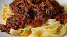 Pastasaus met draadjesvlees uit de slowcooker