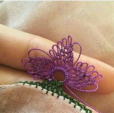Very Stylish Hijab Towel Edge Floral 40 Needle Lace Model - My Recommendations Needle Tatting, Needle Lace, Bobbin Lace, Crochet Needles, Crochet Stitches, Bead Crochet, Filet Crochet, Crochet Unique, Bild Tattoos