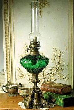 Our Victorian style table lamps, floor lamps, desk lamps, oil lamps and Tiffany lamps are vintage reproductions of treasured antiques to light your home or office. Antique Oil Lamps, Antique Lighting, Vintage Lamps, Bedroom Minimalist, Victorian Lamps, Lampe Decoration, Kerosene Lamp, Hurricane Lamps, Lampshades