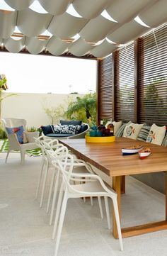 Pergola and awning Modern Outdoor Living, Appartement Design, Dinner Room, Types Of Rooms, New Room, Modern Interior Design, Outdoor Spaces, Furniture Sets, Diy Home Decor