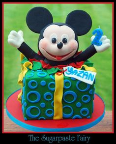 Mickey Mouse Surprise! - Cake by The Sugarpaste Fairy