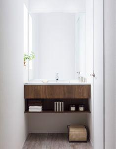 ゆったり使える洗面化粧台を置きたい場所へ。現場カットで様々な空間にぴったりおさまります。