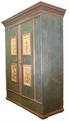 http://www.antichitamissaglia.it/galleria/armadi/A81-%20armadio-antico-decorato.html
