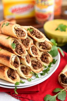 Baked Beef Flautas with Queso Dip - Sure to please the entire crowd at your next party Latin Food Recipe Share and enjoy! Finger Food Appetizers, Appetizer Recipes, Party Appetizers, Mexican Dishes, Mexican Food Recipes, Tostadas, Tacos, Comida Latina, Ground Beef Recipes