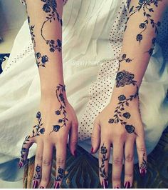 Many people mistake tattoos with more modern, rebellious cultures such as the alternative and pop-culture. Despite a lot of people being convinced that tattoos are a new thing and despite many peop… Mehandi Henna, Mehndi Tattoo, Henna Tattoo Designs, Henna Art, Arabic Henna Designs, Henna Mandala, Henna Tattoos, Mandala Tattoo, Tatoos