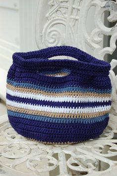 Piccolo - cute crochet bag - love the colors