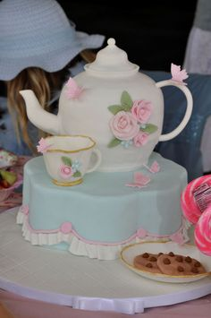 This is a cake!  Beautiful tea party cake #teapot #teaparty #cake