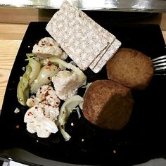 Eat clean even at work!!! #eatclean #eat #clean #traindirty #train #dirty #seitan #seitan666 #cavolo #califlower #wasa #changing #fit #fitboy #fitted #gettingfitter