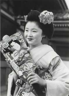About Japan. Photography by Kiichi Asano - Kabuki Costume, Tokyo Story, Geisha Japan, Memoirs Of A Geisha, Old Photography, Japanese Beauty, Japan Fashion, Japanese Kimono, Japanese Culture
