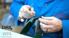 «Detalles». Fotografía de Mer Castellanos, el trabajo de la fábrica | Más información y vídeos sobre la fábrica y procesos de fabricación de las sillas de montar en el siguiente enlace http://www.zaldi.com/estaticos/view/21-fabrica