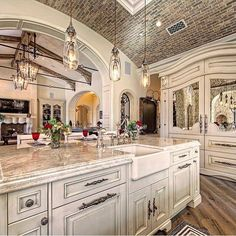 Luxury Kitchen Luxury Kitchen - Here is inspiring decor ideas for your house. You will find all kind of decoration ideas here; from modern kitchens to traditional living rooms, from tropical bedrooms to minimalist gardens. Elegant Kitchens, Luxury Kitchens, Beautiful Kitchens, Cool Kitchens, Modern Kitchens, Tuscan Kitchens, Traditional Kitchens, Contemporary Kitchens, Contemporary Bedroom
