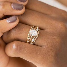 Natural Emerald Rings, Ringe Gold, Dream Engagement Rings, Stacked Engagement Ring, Stacked Wedding Rings, Unique Vintage Engagement Rings, Engagement Rings White Gold, Petite Engagement Ring, Different Engagement Rings