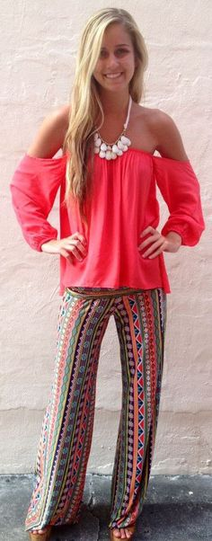 It's all about comfort and cute when it comes this Tribal Print Loose Fit Yoga Pants.Welcome you to pick up your favorite at OASAP!