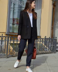 Lovely shoes and outfit Blazer Outfits, Chic Outfits, Sport Outfits, Fashion Outfits, Womens Fashion, Fasion, Scandinavian Fashion, Mein Style, Sporty Chic