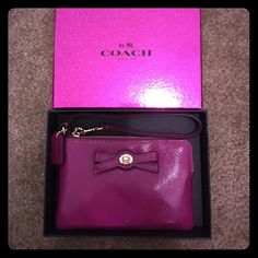 Brand new with tag coach clutch Brand new with tag clutch...100% authentic Coach Bags Clutches & Wristlets