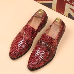 64.58$  Watch here - http://aliw95.worldwells.pw/go.php?t=32419318603 - Top quality men slip on oxfords pointed toe rivet Snakeskin texture genuine leather loafers men casual boat shoes size  38-43 64.58$