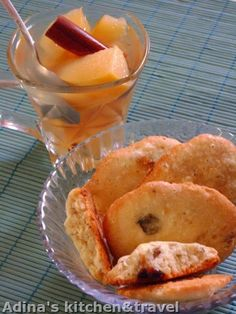 Adina's kitchen & travel: Fursecuri simple cu cirese uscate si nuci Gordon Ramsay, French Toast, Muffin, Sweets, Breakfast, Kitchen, Food, Morning Coffee, Baking Center