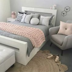 14 Fabulous Rustic Chic Bedroom Design and Decor Ideas to Make Your Space Special - The Trending House Teen Bedroom Designs, Room Design Bedroom, Apartment Bedroom Decor, Room Ideas Bedroom, Girls Bedroom, Cozy Bedroom, Master Bedroom, Bed Room, Bedroom Themes