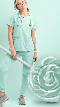 Scrubs Outfit, Cute Scrubs, Nursing Clothes, Medical Scrubs, Rain Wear, Fashion Forward, How To Wear, Outfits, Ideas