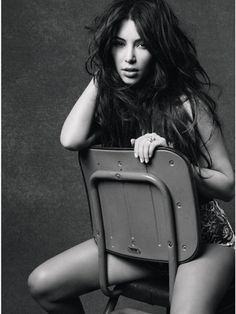 Messy hair (Kim Kardashian)