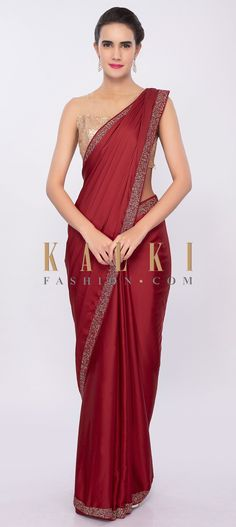Maroon saree flowing in satin crepe fabric. This simple and elegant saree is given a cut dana embroidered highlight at the border. Chiffon Saree Party Wear, Party Wear Sarees, Plain Chiffon Saree, Crepe Saree, Satin Saree, Plain Saree With Heavy Blouse, Sandro, Sari Bluse, Indische Sarees