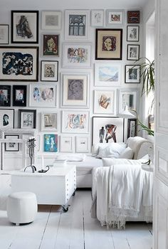 Variations Creative Frame Wall Decoration for Your Home. Amazing and Creative Frame Wall Decoration for Your Home. Bored with a plain wall look? Do not rush to replace the paint or coat it with wallpaper. Sweet Home, Inspiration Wall, Interior Inspiration, Interior Ideas, Eclectic Gallery Wall, Eclectic Frames, Eclectic Style, Eclectic Decor, Home Goods Decor