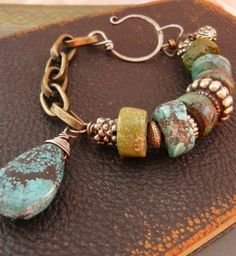 Hammer and Nails par sur Etsy Funky Jewelry, Boho Jewelry, Jewelry Crafts, Jewelry Art, Beaded Jewelry, Jewelry Bracelets, Vintage Jewelry, Jewelry Accessories, Jewelry Design