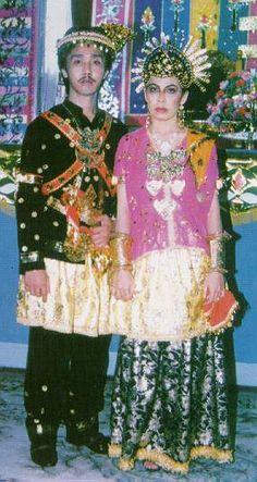 Indonesian Dompu people wedding attire