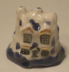 Staffordshire Blue & White Cottage #25 by Rachel Williams - $19.00 : Swan House Miniatures, Artisan Miniatures for Dollhouses and Roomboxes