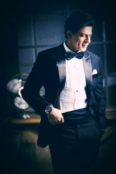 Shahrukh Khan-King of Romance Shahrukh Khan, Shah Rukh Khan Movies, Bollywood Stars, Star Wars, Hrithik Roshan, Film Industry, Bollywood Celebrities, Stylish Men, My Idol