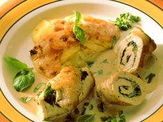 Die deutsche Küche kann so kreativ und lecker sein! Wie wäre es denn zum Beispiel mal mit unseren smarten Spinat-Putenrouladen mit Kartoffelgratin? Mmhhh...