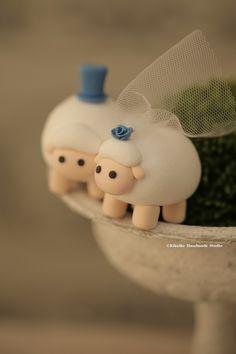 sheep Wedding Cake Topper-love sheep #handmadecaketopper #cute #animals #ceremony #weddingideas #claydoll #sculpted #kikuikestudio #羊 #Schaf #mouton #oveja #mariage #結婚式