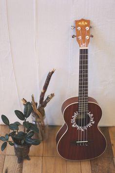ukulele headstock design | DIY Inspiration – Decorating A Ukulele With A Paint Pen | Free ...