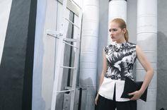 [ Lizzie Lo ]: #ARTMEETSFASHION : EXTRA-ESTÉTICA http://www.lizzie-lo.com/2014/10/artmeetsfashion-extra-estetica.html [Zara top  +  Fendi wide leg trousers  +  APCLPSO SULT clutch  +  Fendi boots]